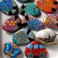 Magneti#art #rockart #rockpainting #sassidipinti #nature #naturart #acrilic #hobby #fish #magneti #magnets #pedraspintadas #pececillos