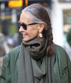 Длинные волосы после 50 лет: десять стильных причёсок - Я Покупаю
