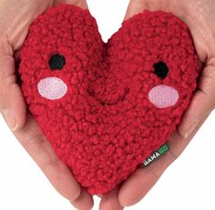 POCKET PALS' by GamaGo: Tuck this Heart Pocket Pal into your palms and beat the cold. Pocket Pal, Palms, Fun Stuff, Crochet Necklace, Cold, Make It Yourself, Heart, How To Make, Fun Things
