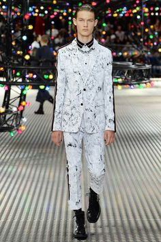 Dior Homme Spring 2017 Menswear Collection Photos - Vogue