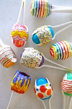 Make your own Maracas for Cinco De Mayo - Everyone always has a stash of those colorful plastic eggs left over from Easter. Recycle them to make adorable maracas for Cinco De Mayo! Craft Activities, Preschool Crafts, Fun Crafts, Arts And Crafts, Easter Activities, Toddler Crafts, Cool Crafts For Kids, Childcare Activities, Stick Crafts