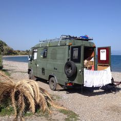 Mercedes washing day on a Greek beach. Off Road Camper, Truck Camper, Camper Trailers, Mercedes Camper, Old Mercedes, Ford Transit, Luxury Rv Living, Truck Living, Camper Van Life