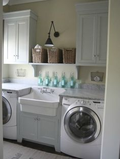 Sink in the laundry room, great idea !