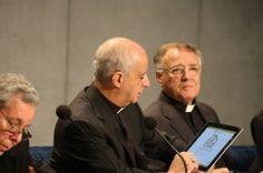 Mons. Fisichella presenta tre eventi e una App dedicata ai catechisti