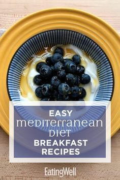 Start your day off right with these fast and easy Mediterranean diet breakfast recipes. Perfect for busy mornings, these simple recipes can be made ahead of time for easy grab-and-go breakfasts (think Medditeranean Diet, Med Diet, Diet Food List, Diet And Nutrition, Ketogenic Diet, Paleo Diet, Mediterranean Diet Breakfast, Easy Mediterranean Diet Recipes, Mediterranean Dishes