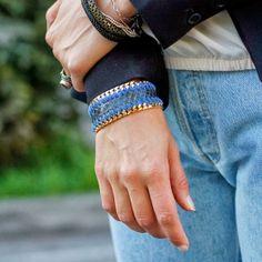 Bracciale Ikonika collezione WILD in pelle blu con  grumetta in bronzo trattata con bagno galvanico oro giallo accoppiate con fettuccia in pelle. - cm 19
