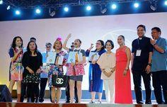 Eat Bulaga's phenomenal love team, AlDub, comprise of Alden Richards and Maine Mendoza was awarded by Catholic Social Media Awards. Yaya Dub's Lola Nidora played by Wally Bayola was also awarded by the group.