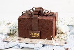La Settantesima - NEWS sweet gift box made of chocolate sponge cake with a heart of creamy gelato, decorated with a tempered dark chocolate ribbon. Gelato Cake, Chocolate Sponge Cake, Fresh Cream, Pastries, Ribbon, Cakes, News, Dark, Box