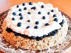 Å bake rask, sunn og dødsgod kake er bare blåbær! Det lille, blå bæret som vokser i skogen er sannelig en skatt; blåbæret er tillagt så mange fantastiske helsefremmende egenskaper at de fleste andre bær og frukter bør bli grønne av misunnelse. Med masse havre i tillegg er denne kaken rett og slett et unikum av en sunnhetskake! Dessuten er den så god at du umiddelbart blir i strålende humør:-)