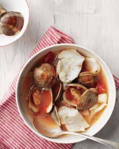 Italian Seafood Stew - Martha Stewart Recipes This light, warming seafood stew is the perfect counterpoint to the season's richer meals. It's great served with a slice of crusty sourdough. Seafood Pasta Dishes, Seafood Recipes, Dinner Recipes, Cooking Recipes, Healthy Recipes, Seafood Soup, Soup Recipes, Seafood Alfredo, Chili Recipes