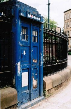 Police Box, Glasgow Scotland, which happens to be where David Tennant is from<--- and nine told rose to let the TARDIS go after he was gone. Couldn't a different regeneration have the same plan? I hope this is real so I can go see it. Wanderlust, Destinations, Police Box, Police Call, Glasgow Scotland, Scotland Trip, Old Boxes, Blue Box, To Infinity And Beyond