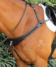 GBP003 Flexi-Fit Gel Padded Modified Bridge Breast Plate - Black with stainless steel fittings   Flexible Fit Equestrian