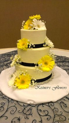 Yellow and White Gerbera Daisy (Gerb) with Baby's Breath on Wedding Cake arranged by Kistner's Flowers