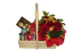 Uma delicada Cesta de Chocolate para presentear a pessoa amada nesse Dia dos Namorados. www.cestasdecafemarima.com.br (11)2537-4849/ 98942-9461 whatsapp.