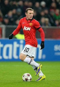 Wayne Rooney, controlling the ball. Man Utd Squad, Bobby Charlton, Pier Paolo Pasolini, Wayne Rooney, Manchester United Football, Soccer Quotes, Soccer Stars, Soccer World, Professional Football