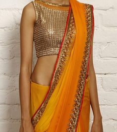 Orange Ombre Chiffon Saree, by Nidhika Shekhar. Ideal for Wedding as a guest, own roka! Chiffon Saree, Banarsi Saree, Lace Saree, Blouse Back Neck Designs, Saree Blouse Designs, India Fashion, Ethnic Fashion, Asian Fashion, Latest Fashion