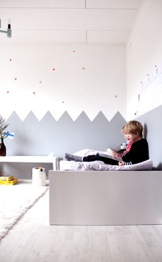 Kids room - Painted zig zag wall Punkte im KInderzimmer Ideas Habitaciones, Cool Kids Rooms, Kid Spaces, Kids Decor, Kids House, Boy Room, Room Interior, Kids Bedroom, Interior Inspiration