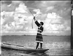 Rope Cypress posing with a bow and arrow was taken in the Florida Everglades in Gallery - A visual time machine into US history - Image 5 - New Scientist History Images, Us History, History Museum, Tao, River Of Grass, Dugout Canoe, Seminole Florida, National History, Old Florida