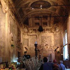 Having aperitivo at a bar in Italy that was a chapel #Bologna - Instagram by @Johnny Azpilicueta de Viajante