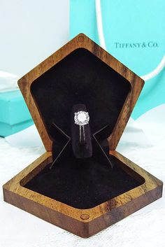 Types Of Wedding Rings, Wedding Ring Styles, Wedding Ring Box, Dream Wedding, Mom Jewelry, Fine Jewelry, Jewellery Box, Copper Jewelry, Thin Engagement Rings
