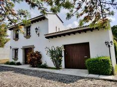 Estilo Colonial, Spanish Exterior, Fachada Colonial, Hacienda Style Homes, House Construction Plan, Mexico House, My Building, French Decor, Cool House Designs