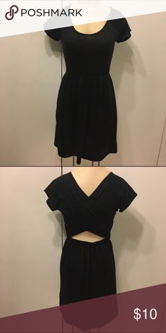 Black Open Back Dress Cute and casual Bongo dress with cinched waist and open lower back. In great used condition! BONGO Dresses
