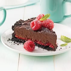 We never get tired of chocolate. And this chocolatey delight is brightened up by tart red berries—give into the temptation! Lunch Buffet, Dessert Buffet, Pie 5, Cooking Cream, Chocolate Filling, Cookie Crumbs, Sweet Pie, Pie Recipes, Cooking Time