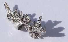 The noble metal palladium is very similar to platinum and like this is often used for catalysts and for jewellery. It is more reactive than platinum and cheaper than this. Palladium can absorb, store and then release hydrogen very well. Platinum Mining, Noble Metal, Beautiful Rocks, Rocks And Gems, Rocks And Minerals, Precious Metals, Pure Products, Gemstones, Watches