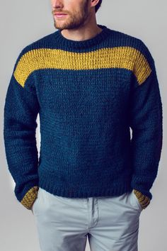 The Initiative Handarbeit offers ideas, suggestions and free instructions for . Cable Sweater, Sweater Jacket, Men Sweater, Baby Knitting Patterns, Hand Knitting, Crochet Patterns, Winter Outfits Men, Hand Knitted Sweaters, Knitwear