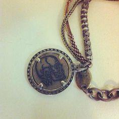 whitevalentine bracelet close-up Close Up, Pendant Necklace, Jewels, Chain, Bracelets, How To Make, Fashion, Moda, Fashion Styles