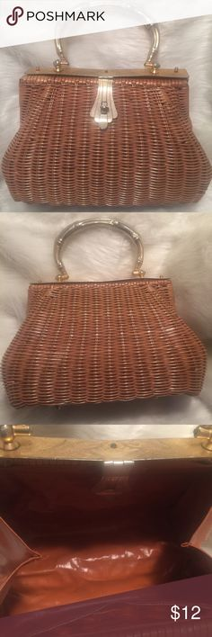 """👜Nice Vintage Summer Straw Handbag Purse Tote 👜 🏒70's Straw Handbag Tote 🏒One inside side pocket🏒Awesome shape for the age🏒Inside purse is in great shape🏒Straw is in GREAT SHAPE🏒It has handle - its a little faded that's from the age.🏒The handle does show sign of wear 🏒The one handle measures Approximately 12"""" Measuring from one end to the next. 🏒Measurements-Approximately 8"""" Long , Approximately 12"""" Wide and Approximately 4.5"""" In Depth🏒It secures close see pic 1 🏒 Unbranded Bags…"""