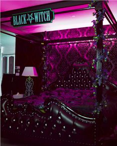 My awesome bed. I gotta say, I love this room! Tag someone who would like a bed like this.🧟♀️🦇🕷🦇🧟♀️ 💀 Lux king canopy bed by… Goth Bedroom, Room Ideas Bedroom, Skull Bedroom, Bedroom Decor, Dark Home Decor, Goth Home Decor, Gothic Room, Gothic House, Vampire House