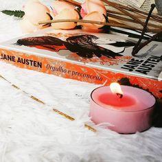 """""""Um dia frio um bom lugar pra ler um livro..."""" : @eu_poetizando Good Vibes, Tea Lights, Candles, Books, Instagram, Pageants, Cold, Book, Places"""