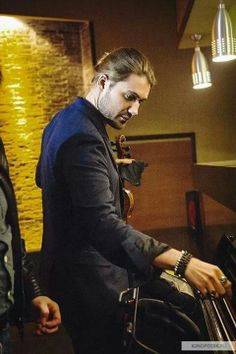 I have a thing for hands, and his are perfect! Mr David Garrett