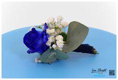 Hochzeit - Anstecker mit blauer Rose, Eukalyptus und Schleierkraut Blue Roses, Fresh Flowers, Hair Jewelry, Dekoration