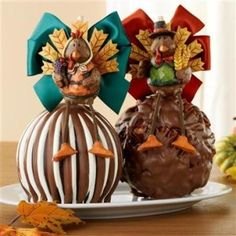 Homemade chocolate shapes are the best gifts ever.Love this Apples! Chocolate Shapes, Chocolate Gifts, Homemade Chocolate, Chocolate Covered Apples, White Chocolate, Chocolate Heaven, Chocolate Art, Gourmet Caramel Apples, Thanksgiving Treats