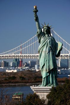 Copy of Statue of Liberty, Rainbow Bridge in the background, Odaiba, Tokyo. Image by Simon Richmond / Lonely Planet