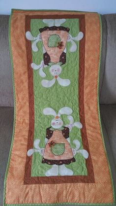 Trilho Table Runner And Placemats, Table Runner Pattern, Quilted Table Runners, Mini Quilts, Baby Quilts, Bunny Crafts, Easter Crafts, Applique Patterns, Quilt Patterns