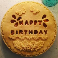 157 Likes, 4 Kommentare - Heather Pies (Heather Keogh) auf In . t - things to try - Kuchen Pie Dessert, Dessert Recipes, Birthday Pies, Happy Birthday, Birthday Cake, Beautiful Pie Crusts, Pie Crust Designs, Pie Decoration, Pies Art