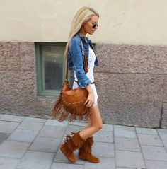 like always: the love when naked legs meets boots <3