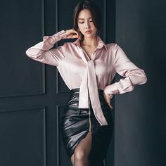 Hot Outfits, Korean Outfits, Fashion Outfits, Sexy Blouse, Blouse And Skirt, Leder Outfits, Good Looking Women, Satin Skirt, Satin Blouses