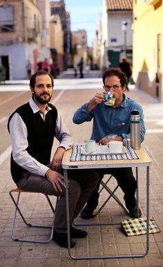 """""""Los lugares no son solo para pasar, sino para estar"""" El colectivo Desayuno con Viandantes promueve la calle como lugar de encuentro de gente de todas las edades y procedencias"""