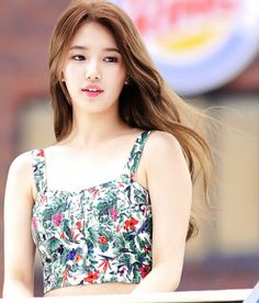 I love Suzy's hair color here.