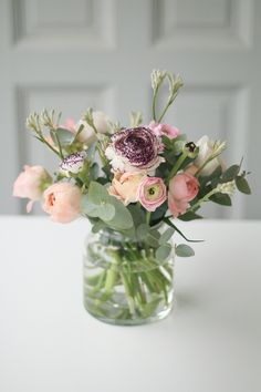 Spring bouquet with ranunculus and eucalyptus - All For Herbs And Plants Deco Floral, Arte Floral, Beautiful Flower Arrangements, Floral Arrangements, Fresh Flowers, Beautiful Flowers, Seasonal Flowers, Wedding Centerpieces, Wedding Decorations