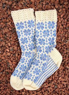 Inspired by the beautiful Yoshino Cherry Trees, Yoshino Socks are a colorwork sock pattern perfect for when you need to be reminded of a spring day. Knitting Socks, Knitted Hats, Knit Socks, Mitten Gloves, Mittens, Fair Isle Knitting Patterns, Knitting Ideas, Men In Heels, Socks For Sale