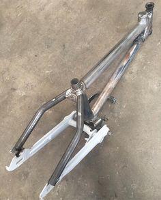 画像に含まれている可能性があるもの:自転車 20 Bmx Bike, Trike Bicycle, Bmx Bikes, Cool Bikes, Motorized Trike, Mini Motorbike, Bicycle Engine, Diy Go Kart, Mountain Bike Frames