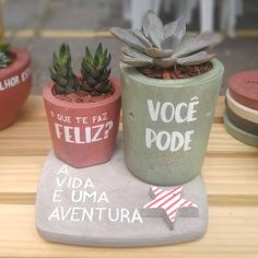 Concrete Planters, Planter Pots, Cement Pots, Painted Plant Pots, Beton Diy, Cactus Pot, Decoration Plante, Cement Crafts, Cactus Y Suculentas