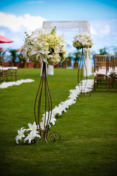 with different flowers, but like the idea to mark an aisle on grass Ivory Wedding Flowers, Romantic Wedding Decor, Wedding Flower Arrangements, Floral Centerpieces, Flower Bouquet Wedding, Wedding Centerpieces, Floral Wedding, Outdoor Wedding Backdrops, Wedding Stage Decorations