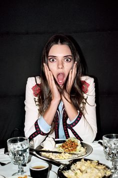 Kendall Jenner Diet likes to incorporate a great deal of lean protein in her day by day count calories. Here are Kendall Jenner Diet, beauty secrets. Kendall Jenner Met, Kendall Jenner Outfits, Kylie Jenner Diet, Diet And Nutrition, Time Restricted Eating, Smoothies, Blood Type Diet, Paleo, Keto