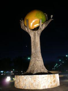 Monumento al árbol y fruto del mango, San Carlos, Cojedes, Venezuela